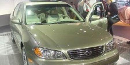 Motor vehicle, Mode of transport, Automotive mirror, Vehicle, Glass, Hood, Land vehicle, Automotive parking light, Automotive lighting, Headlamp,