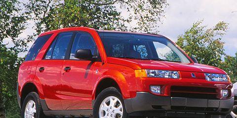Tire, Motor vehicle, Wheel, Automotive design, Vehicle, Automotive tire, Land vehicle, Automotive mirror, Automotive tail & brake light, Infrastructure,