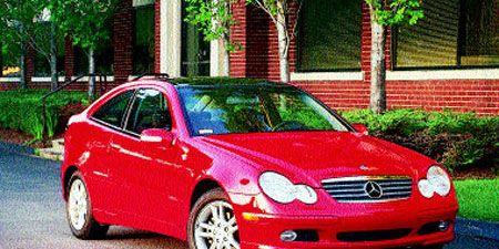 Tire, Automotive design, Vehicle, Hood, Automotive parking light, Automotive mirror, Car, Red, Automotive lighting, Headlamp,