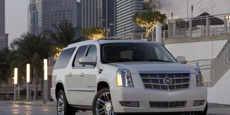 Motor vehicle, Wheel, Tire, Mode of transport, Transport, Vehicle, Automotive tire, Window, Infrastructure, Automotive mirror,