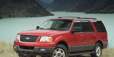 Tire, Wheel, Motor vehicle, Automotive tire, Vehicle, Window, Land vehicle, Automotive parking light, Glass, Transport,