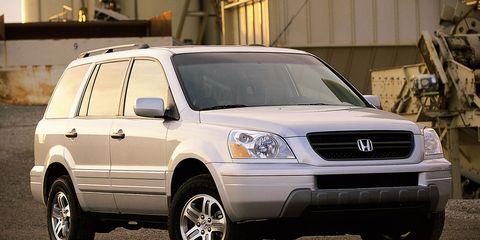 Tire, Motor vehicle, Wheel, Automotive tire, Vehicle, Land vehicle, Automotive design, Transport, Rim, Automotive mirror,