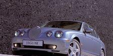Motor vehicle, Mode of transport, Automotive design, Automotive mirror, Transport, Vehicle, Headlamp, Automotive lighting, Vehicle registration plate, Rim,