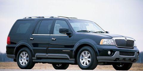 Tire, Wheel, Automotive tire, Automotive design, Product, Vehicle, Automotive exterior, Land vehicle, Rim, Hood,