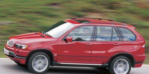 Tire, Wheel, Automotive tire, Automotive design, Vehicle, Rim, Red, Car, Hood, Fender,