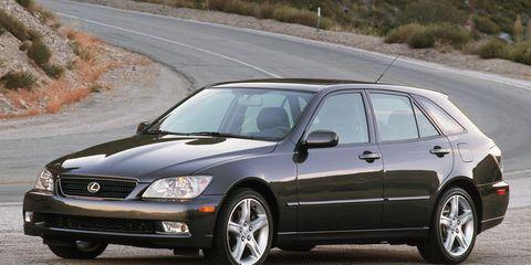 Tire, Wheel, Vehicle, Automotive design, Road, Land vehicle, Glass, Rim, Automotive tire, Infrastructure,