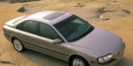 Tire, Motor vehicle, Wheel, Mode of transport, Transport, Automotive tire, Vehicle, Automotive design, Land vehicle, Alloy wheel,