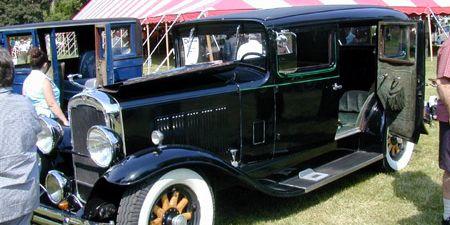 Tire, Motor vehicle, Wheel, Automotive design, Mode of transport, Vehicle, Classic car, Antique car, Classic, Fender,