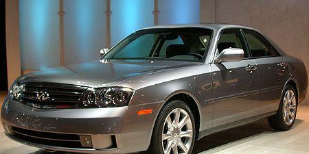 Tire, Wheel, Automotive design, Vehicle, Automotive tire, Automotive mirror, Hood, Glass, Automotive lighting, Land vehicle,