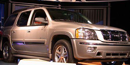 Tire, Wheel, Motor vehicle, Automotive tire, Automotive design, Vehicle, Automotive exterior, Automotive lighting, Land vehicle, Glass,