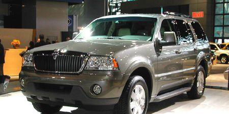 Tire, Wheel, Motor vehicle, Automotive tire, Mode of transport, Automotive exterior, Vehicle, Product, Land vehicle, Automotive design,