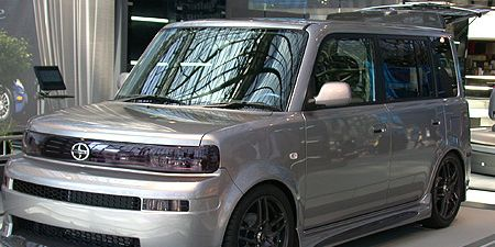 Tire, Automotive design, Vehicle, Automotive exterior, Automotive tire, Alloy wheel, Rim, Headlamp, Automotive lighting, Car,