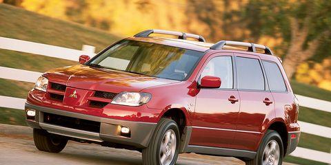 Tire, Wheel, Motor vehicle, Automotive design, Automotive mirror, Vehicle, Automotive tire, Land vehicle, Transport, Automotive parking light,
