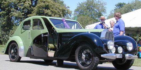 Tire, Wheel, Motor vehicle, Mode of transport, Vehicle, Land vehicle, Classic car, Vehicle door, Car, Photograph,