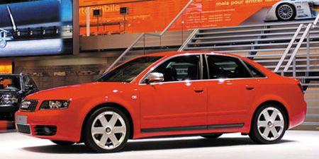 Tire, Motor vehicle, Wheel, Mode of transport, Transport, Automotive design, Vehicle, Rim, Automotive parking light, Alloy wheel,