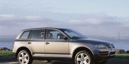 Tire, Wheel, Automotive tire, Automotive design, Product, Alloy wheel, Vehicle, Land vehicle, Rim, Car,