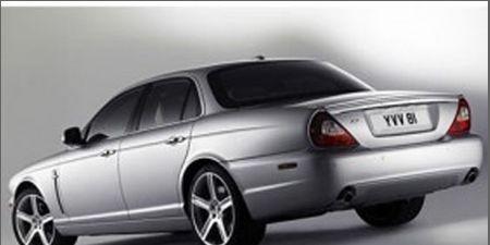 Tire, Wheel, Motor vehicle, Mode of transport, Automotive design, Vehicle, Transport, Automotive parking light, Automotive tire, Rim,