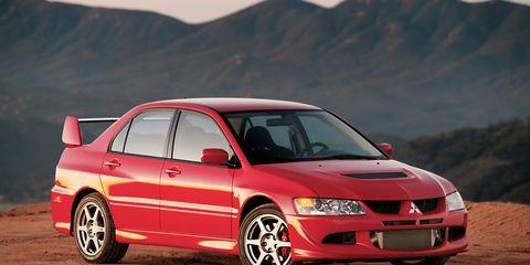 Tire, Wheel, Automotive design, Vehicle, Mountainous landforms, Car, Automotive mirror, Hood, Landscape, Rim,