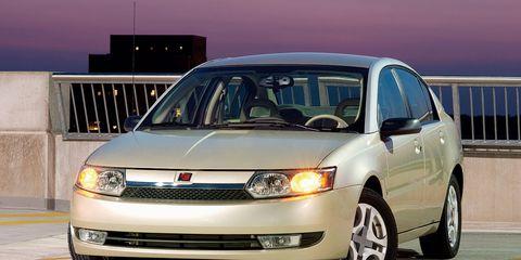 Tire, Wheel, Automotive design, Automotive mirror, Vehicle, Automotive lighting, Transport, Headlamp, Land vehicle, Automotive parking light,