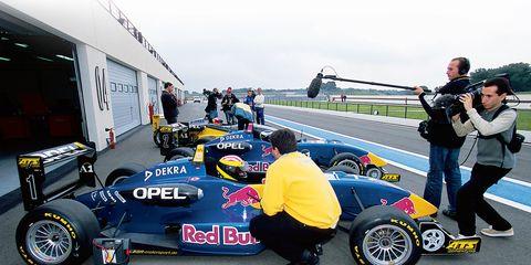 Tire, Wheel, Automotive tire, Automotive design, Vehicle, Automotive wheel system, Motorsport, Formula one tyres, Car, Auto part,