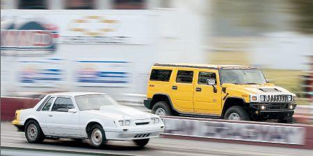 Tire, Wheel, Motor vehicle, Mode of transport, Automotive design, Automotive tire, Vehicle, Land vehicle, Automotive parking light, Transport,
