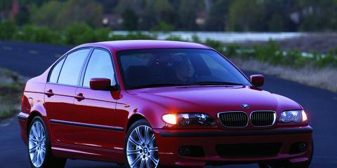 Automotive design, Vehicle, Land vehicle, Hood, Car, Rim, Red, Automotive exterior, Alloy wheel, Automotive lighting,