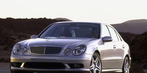 Tire, Wheel, Automotive design, Mode of transport, Vehicle, Automotive tire, Hood, Land vehicle, Automotive lighting, Alloy wheel,