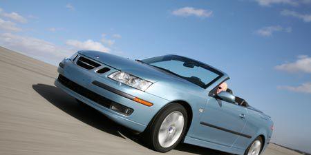 Tire, Wheel, Mode of transport, Automotive tire, Automotive design, Blue, Daytime, Automotive mirror, Vehicle, Automotive exterior,