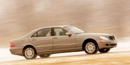 Tire, Wheel, Vehicle, Land vehicle, Automotive tire, Rim, Car, Full-size car, Landscape, Automotive parking light,