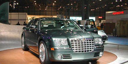 Automotive design, Vehicle, Land vehicle, Automotive lighting, Car, Grille, Headlamp, Automotive parking light, Fender, Luxury vehicle,