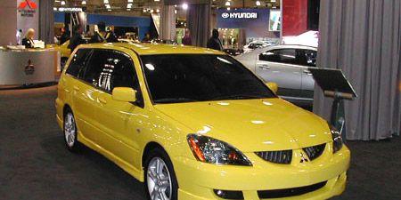 Motor vehicle, Mode of transport, Vehicle, Yellow, Land vehicle, Transport, Car, Automotive parking light, Hood, Automotive design,