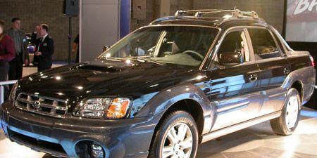 Motor vehicle, Tire, Wheel, Vehicle, Automotive tire, Land vehicle, Headlamp, Hood, Automotive lighting, Automotive parking light,