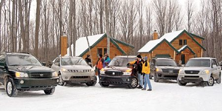 Land vehicle, Vehicle, Automotive parking light, Winter, Car, Automotive exterior, Automotive lighting, Snow, Automotive tire, Fender,