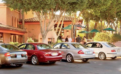 Tire, Wheel, Automotive tail & brake light, Land vehicle, Vehicle, Automotive parking light, Car, Vehicle registration plate, Personal luxury car, Full-size car,