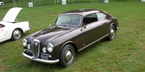 Tire, Wheel, Land vehicle, Vehicle, Rim, Automotive tire, Transport, Car, Alloy wheel, Classic car,