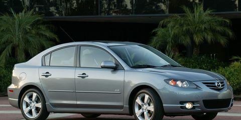 Tire, Wheel, Daytime, Vehicle, Automotive design, Automotive tire, Land vehicle, Automotive lighting, Glass, Rim,