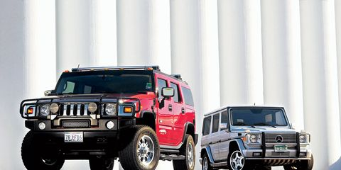 Tire, Motor vehicle, Wheel, Automotive tire, Automotive design, Automotive exterior, Vehicle, Land vehicle, Automotive parking light, Automotive lighting,
