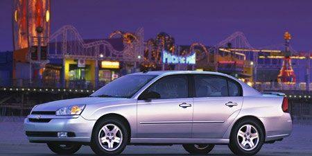 Tire, Wheel, Mode of transport, Transport, Vehicle, Automotive design, Land vehicle, Automotive mirror, Car, Automotive parking light,