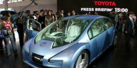 Motor vehicle, Tire, Wheel, Mode of transport, Automotive design, Vehicle, Event, Land vehicle, Transport, Car,