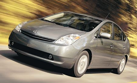2004 Toyota Prius Enters the Mainstream