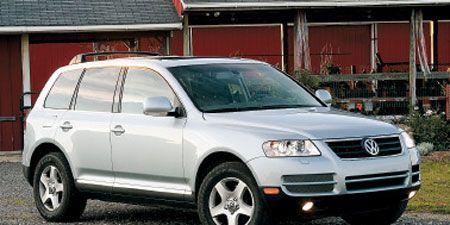 Tire, Wheel, Motor vehicle, Automotive mirror, Automotive tire, Vehicle, Transport, Land vehicle, Automotive design, Alloy wheel,