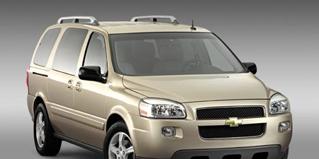 Tire, Motor vehicle, Wheel, Automotive mirror, Vehicle, Product, Automotive tire, Automotive design, Glass, Land vehicle,
