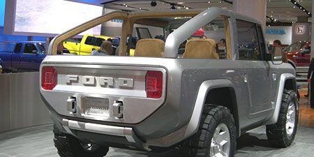 Tire, Motor vehicle, Wheel, Automotive tire, Automotive design, Automotive exterior, Vehicle, Land vehicle, Automotive lighting, Rim,