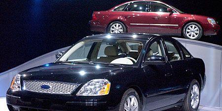 Tire, Wheel, Vehicle, Land vehicle, Automotive lighting, Automotive parking light, Car, Headlamp, Hood, Rim,
