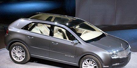 Tire, Motor vehicle, Wheel, Automotive design, Product, Vehicle, Transport, Alloy wheel, Rim, Car,