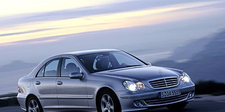 Tire, Wheel, Mode of transport, Automotive design, Vehicle, Hood, Transport, Alloy wheel, Rim, Grille,
