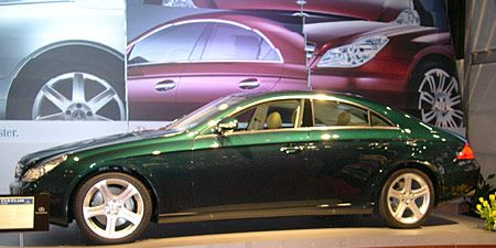 Tire, Wheel, Alloy wheel, Automotive tire, Automotive design, Automotive wheel system, Land vehicle, Vehicle, Spoke, Rim,