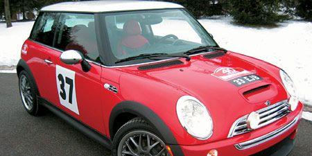 Motor vehicle, Tire, Wheel, Automotive design, Vehicle, Hood, Automotive mirror, Land vehicle, Automotive exterior, Vehicle door,