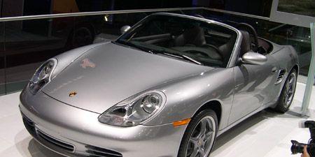 Automotive design, Vehicle, Automotive parking light, Transport, Automotive lighting, Car, Rim, Automotive mirror, Glass, Bumper,