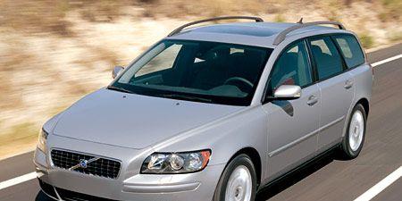 Tire, Motor vehicle, Wheel, Automotive mirror, Mode of transport, Transport, Vehicle, Daytime, Land vehicle, Glass,